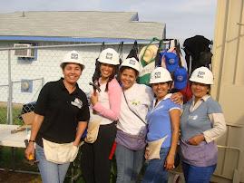 Como voluntarias de el programa Habitat para la Humanidad...