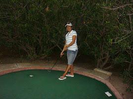 Jugando Golf...