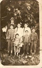 Familia en Quebrada Honda años de 1930