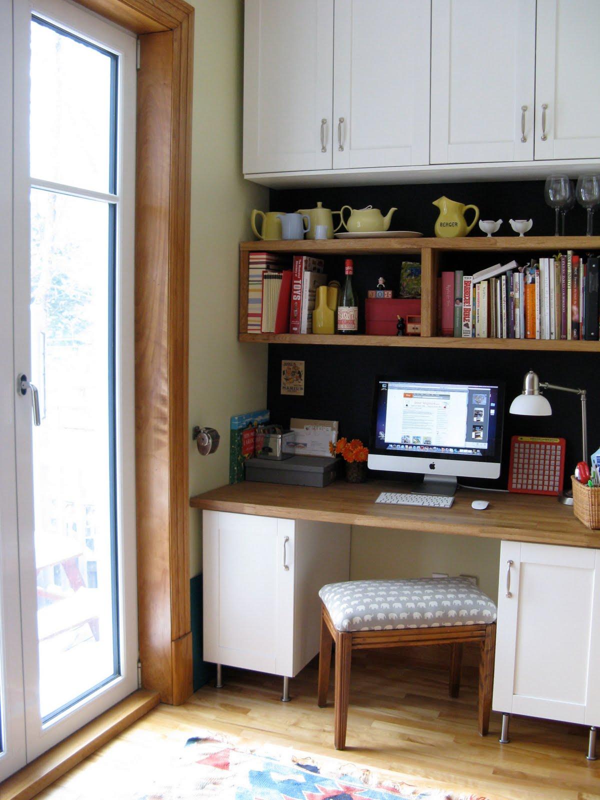pour toujours the kitchen and office corner la cuisine et le coin bureau. Black Bedroom Furniture Sets. Home Design Ideas
