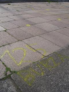sidewalk graffiti warsaw powisle