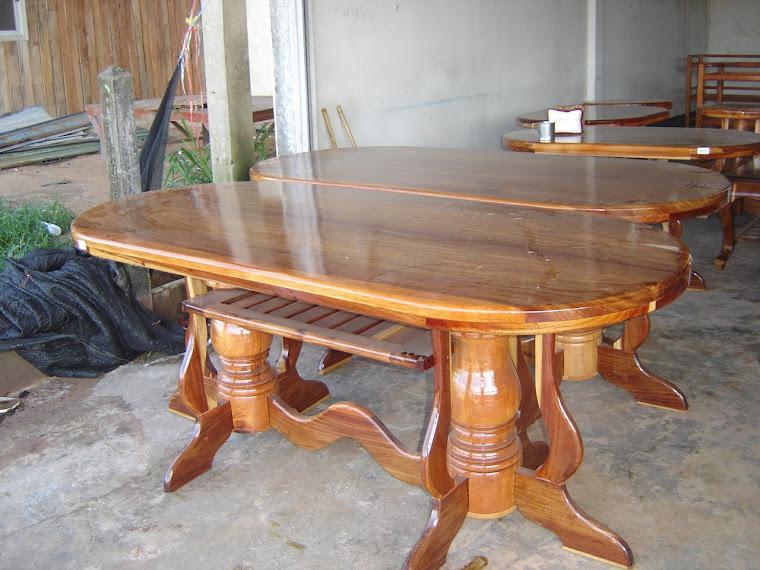 โต๊ะกลางใช้กับเก้อี้ ๖-๘ ทึ่นั่ง