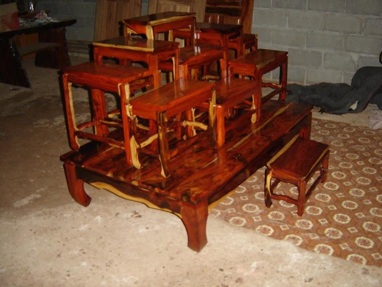 โต๊ะหมู่ไม้พะยูง