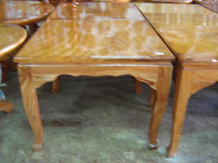 โต๊ะไม้แผ่นเดียวขนาด  1 x 1 เมตร
