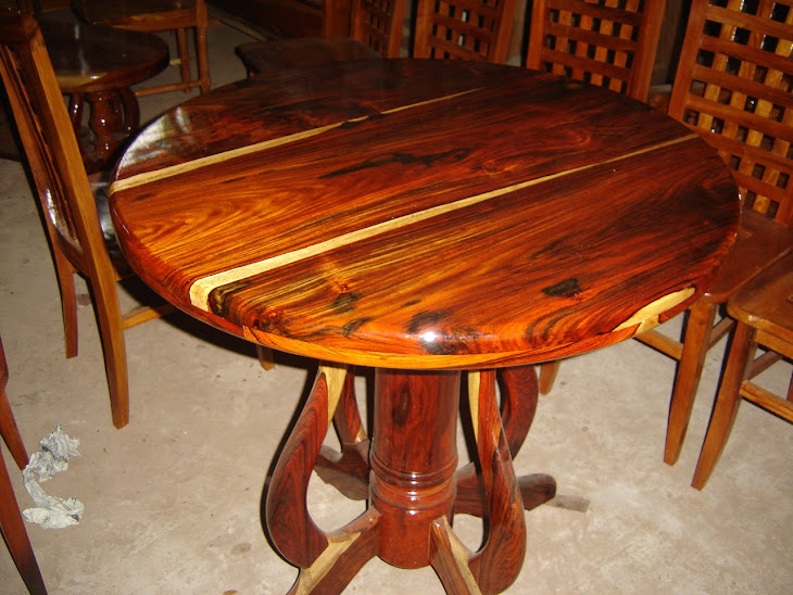 โต๊ะไม้พยุงสำหรับตั้งพระบูชา
