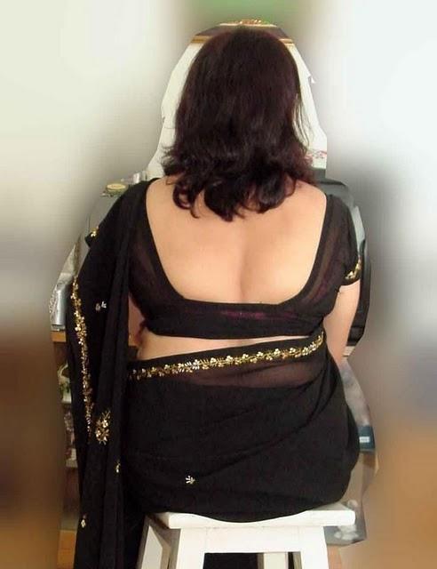 Busty Tamil Aunty Exposing Big Boobs Cunt in Hiking Saree. Busty milf ...