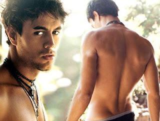 """Enrique Iglesias fica pelado e faz """"coisas estúpidas"""""""