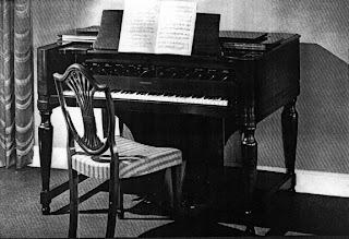 El sintetizador de 72 voces de polifonía Hammond Novachord