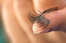 How to Remove And Clean False Eye Lashes
