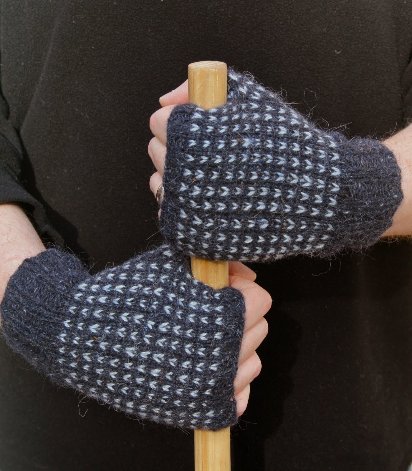 pointy pointy sticks: Bird\'s Eye Mittens