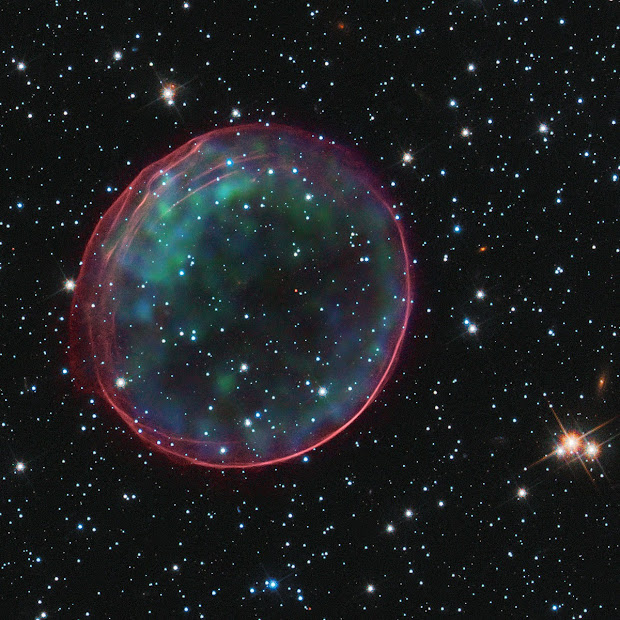 Hubble and Chandra picture celestial bubble SNR 0509 in the LMC