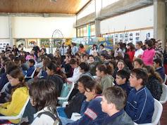 NUESTROS ESTUDIANTES PRESENCIAN ENCUENTRO COROS 6 OCTUBRE 09