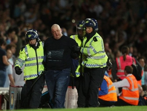 London is burning - Page 29 Westham-millwall-2