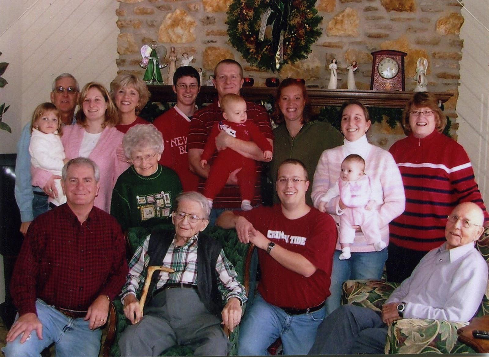 http://3.bp.blogspot.com/_s4JblTasoTY/TSjMhZUwPoI/AAAAAAAAApA/YZsRAtHaXcI/s1600/KearneyFamily2005.jpg