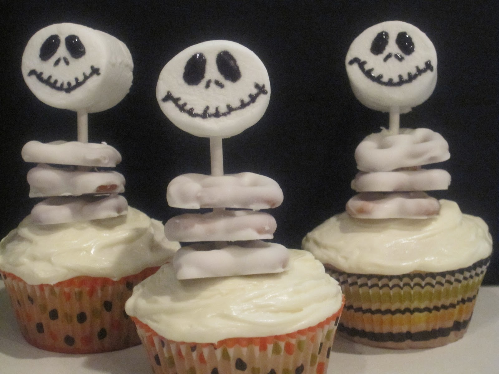 jack skellington cupcakes and halloween decorations - Halloween Decorations Cakes