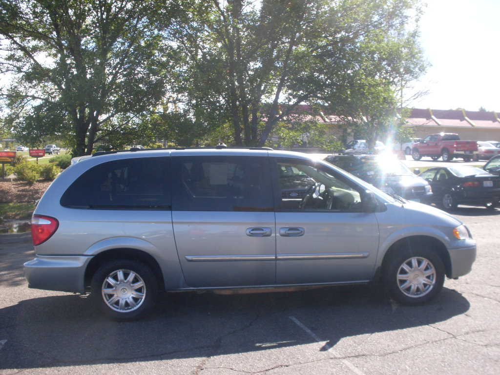 2006 chrysler town and country blue 004 jpg. Cars Review. Best American Auto & Cars Review