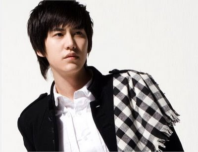Photos of Cho Kyuhyun On The Car Accident In 2007