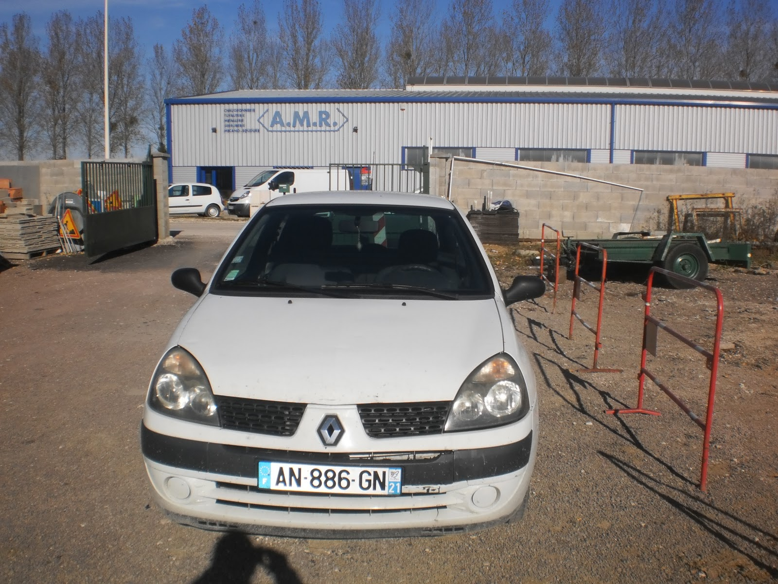 Car export bader dijon renault clio2 blanche for Garage auto dijon