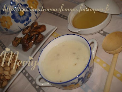 Hssowa ou 7ssowa ou Asskiff marocain sucrée de semoule à l' anis et au lait. DSC06776