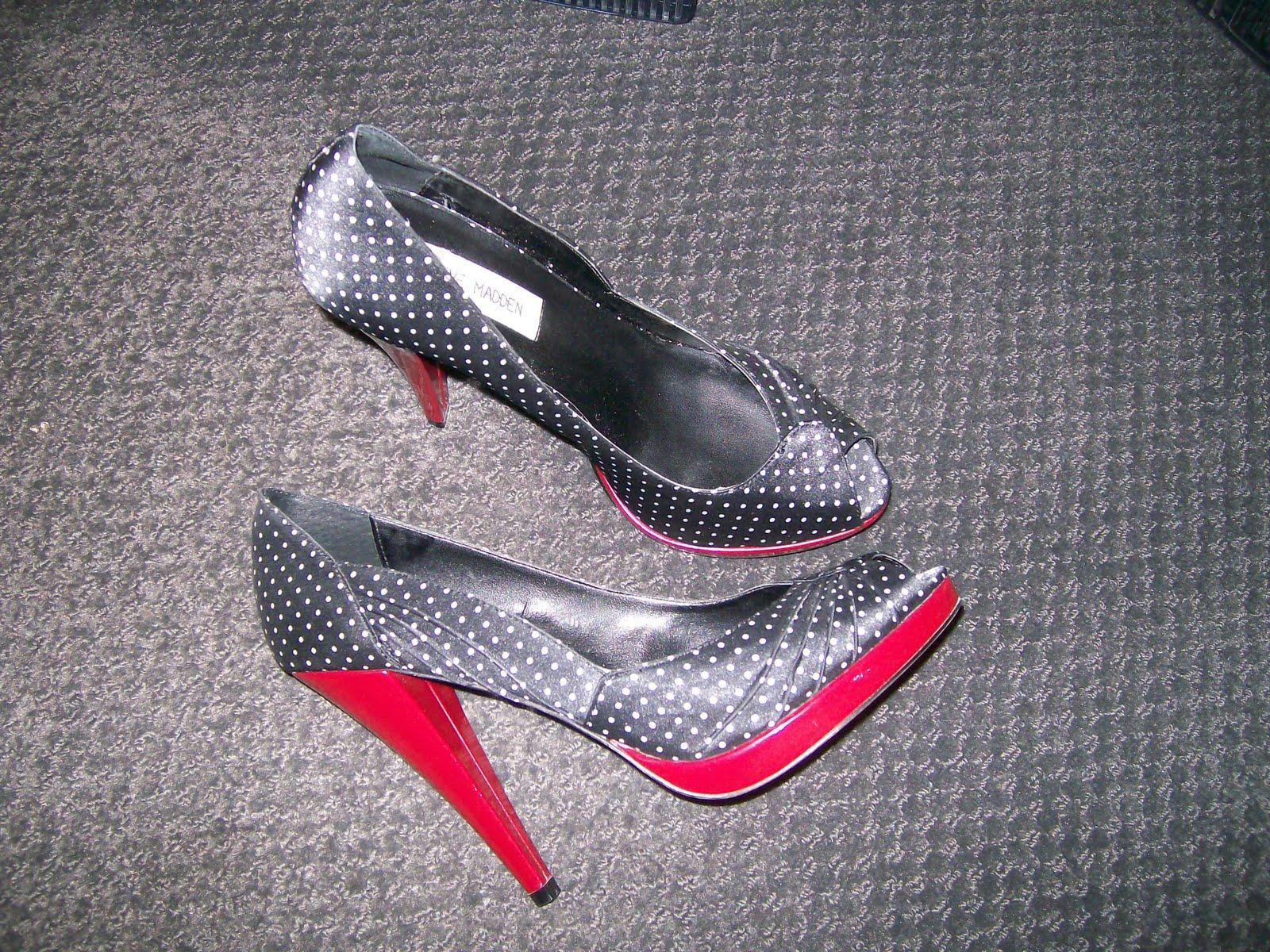http://3.bp.blogspot.com/_sBm6TOYZh0o/TKI8UR6BD3I/AAAAAAAACEo/jQtKLm3m9B4/s1600/shoes.jpg