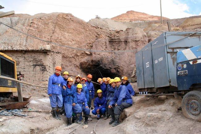 el grupo en la entrada de la mina [haz click sobre la imagen para ver el album completo]