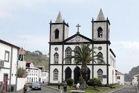 Café Portugal - PASSEIO DE JORNALISTAS nos Açores - Lajes do Pico - Igreja da Santíssima Trindade