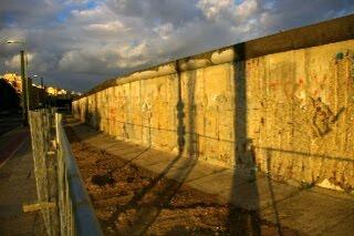 ベルナウ通りに保存されているベルリンの壁