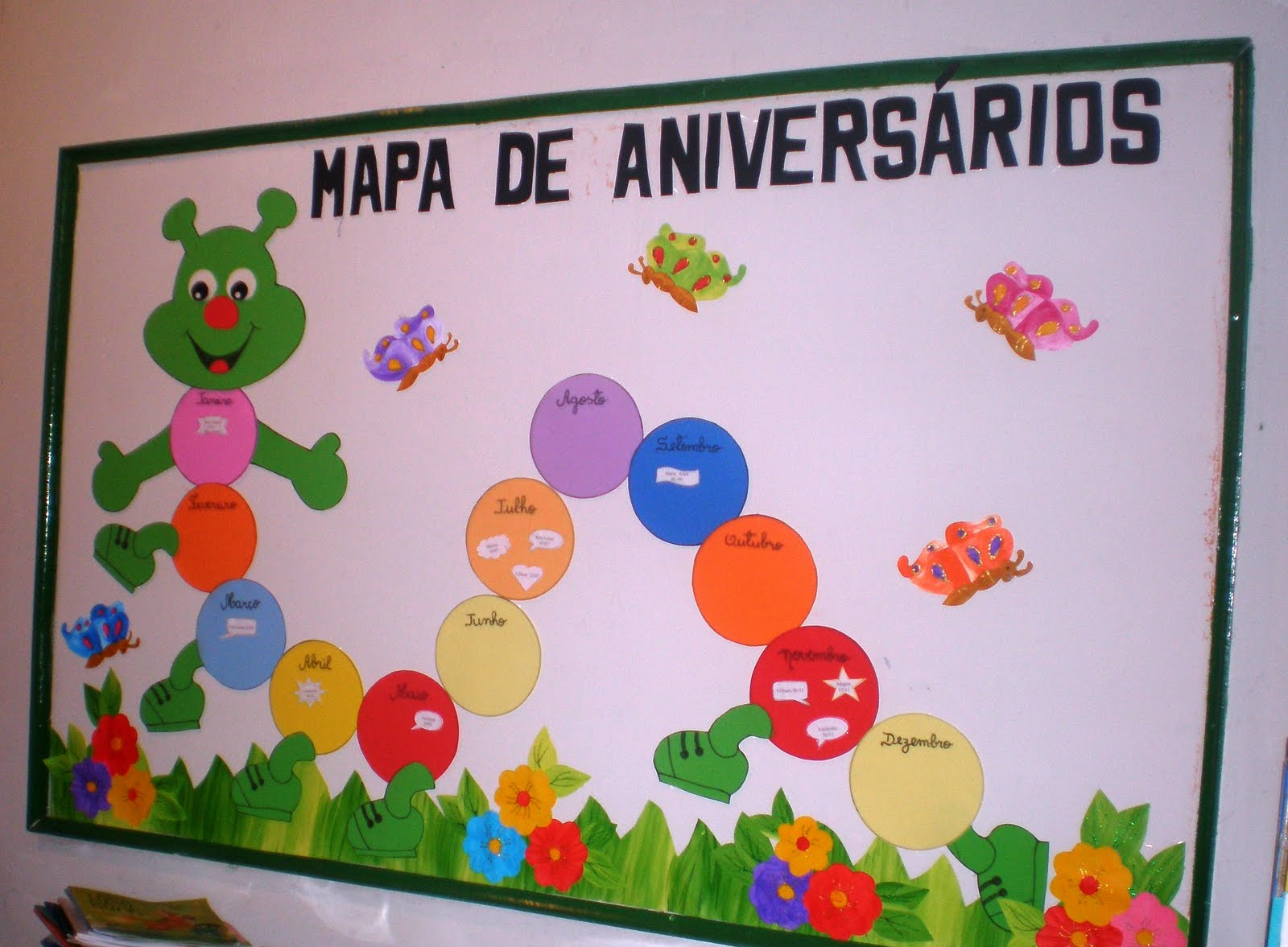 Educa o adventista blog painel de aniversrios for Como colocar papel mural