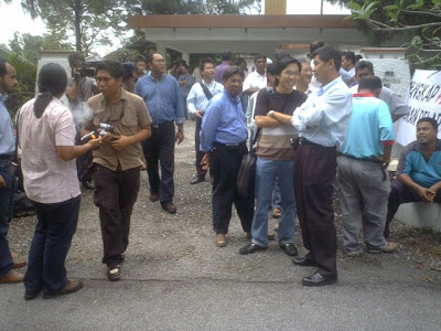 assembly in front of Dato' Seri Anwar Ibrahim's headquater