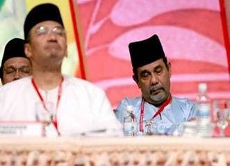 sleeping Hishammuddin Hussein UMNO Youth President