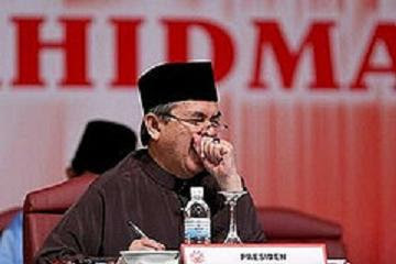 Abdullah Badawi yawning