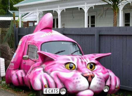 Gambar mobil unik berbentuk kucing diperoleh dari http