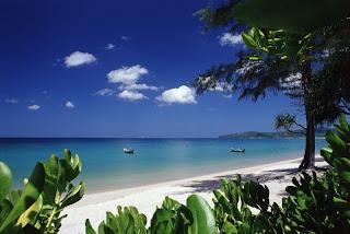 gambar_pantai_dan_perahu