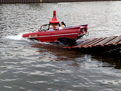 amphibious car, tail fins
