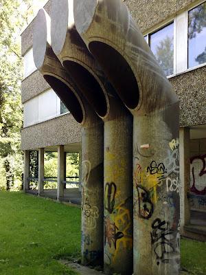 graffiti, tubes