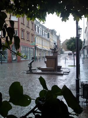 fountain, rain