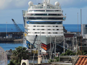 Volcan de Tijarafe, Thomson Spirit, Saipem 7000, AidaBlu in Funchal - January 10, 2011