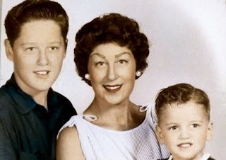 http://3.bp.blogspot.com/_sLNUDoQeJ6Q/Sp0wb8bMyyI/AAAAAAAAAUg/uMMhFZubC_k/s400/Clinton+Family.jpg