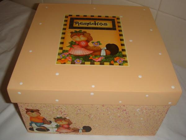 Caixa de Remédios Tampa Solta Urso dodói - R$ 30,00
