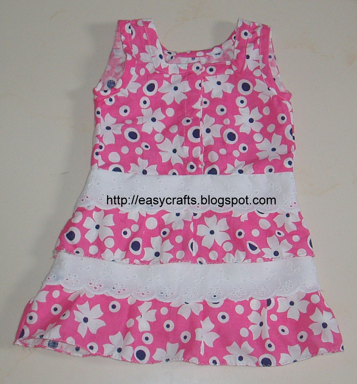 Baby Girls Frocks http://easycrafts.blogspot.com/2011/04/girl-baby-frock.html