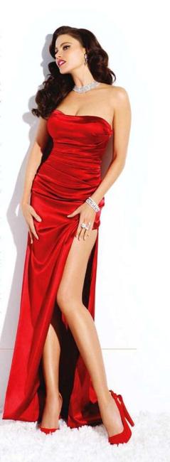 Nina Fresa Fashion Critic