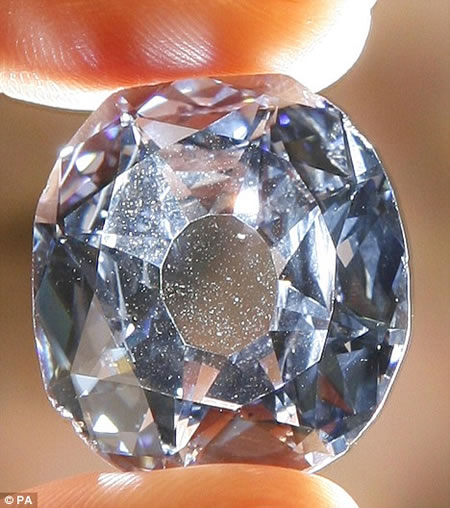 http://3.bp.blogspot.com/_sPtEaBYzZT0/S8xwgN1I0sI/AAAAAAAAAC0/gp6Y-Jr2lhA/s1600/2_wittelsbach_diamond.jpg