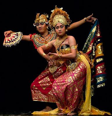 http://3.bp.blogspot.com/_sQKQnFXCbTo/ScLXWkeEyqI/AAAAAAAAF9s/T9jAJoPOPRg/s400/Bali+dancer.JPG