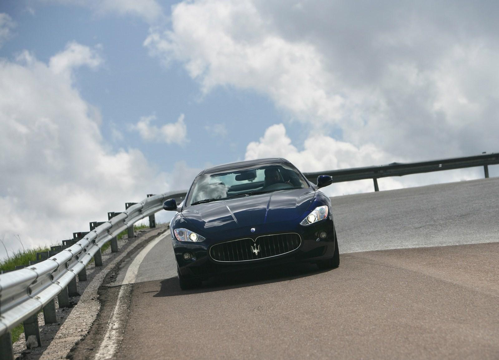 http://3.bp.blogspot.com/_sRGU_JXOz6E/TR30MO72p8I/AAAAAAAAA6Y/NFiXOUcU_TA/s1600/Maserati-GranTurismo_2008_1600x1200_wallpaper_17%255B1%255D.jpg