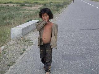 http://3.bp.blogspot.com/_sTcDcbtF2DA/SUEAwfo6SgI/AAAAAAAAAFA/hFBQuwSVuBA/s320/06_poor_child.jpg