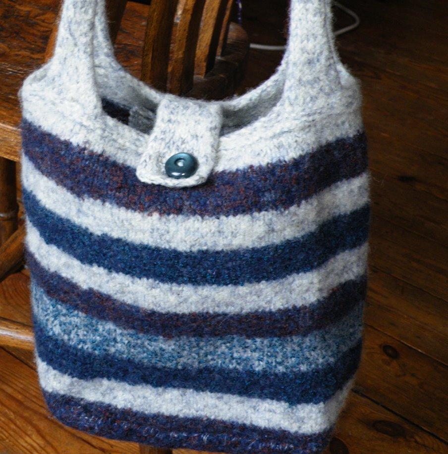 Niddy noddy: knitted felted bag