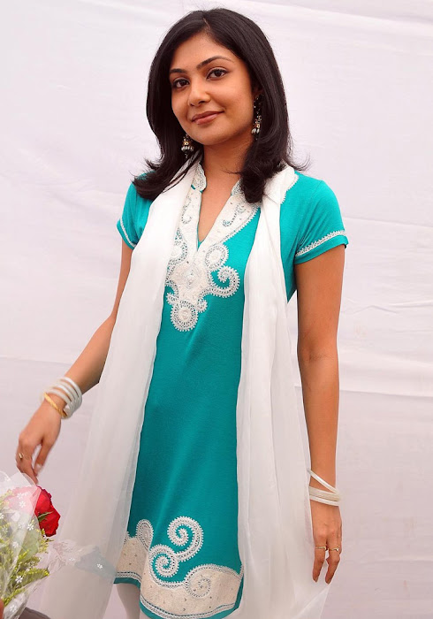 Kamalini Mukherjee In Churidar Cute Wallpapers unseen pics