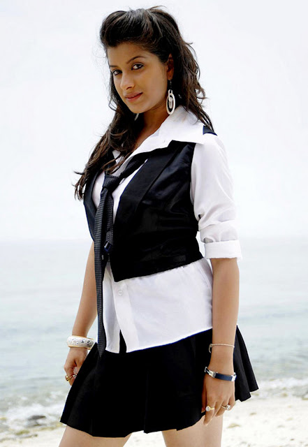 Madhurima in Black Short Skirt, Actress Madhurima in Mini Skirt