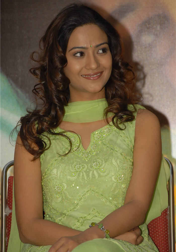 aditi sharma hot in salwar
