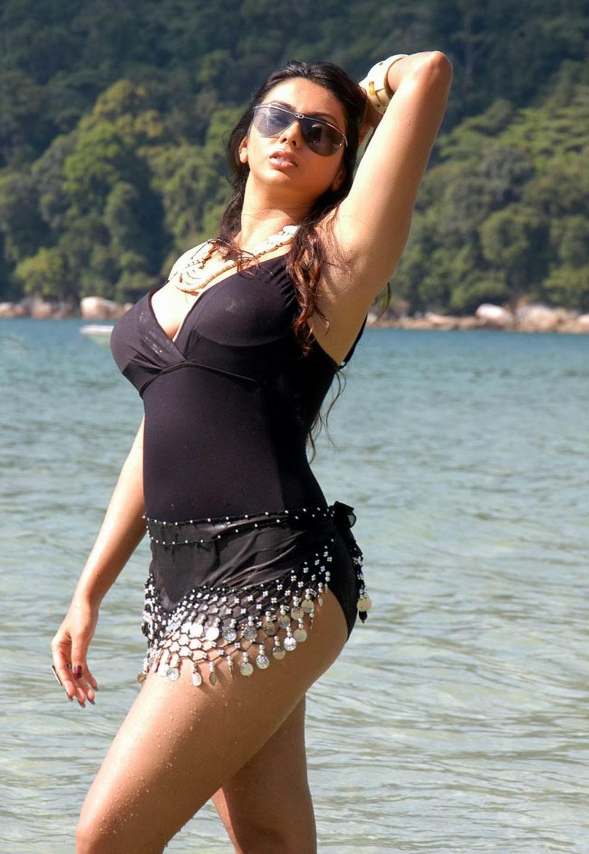 namitha thunder hot thighs show